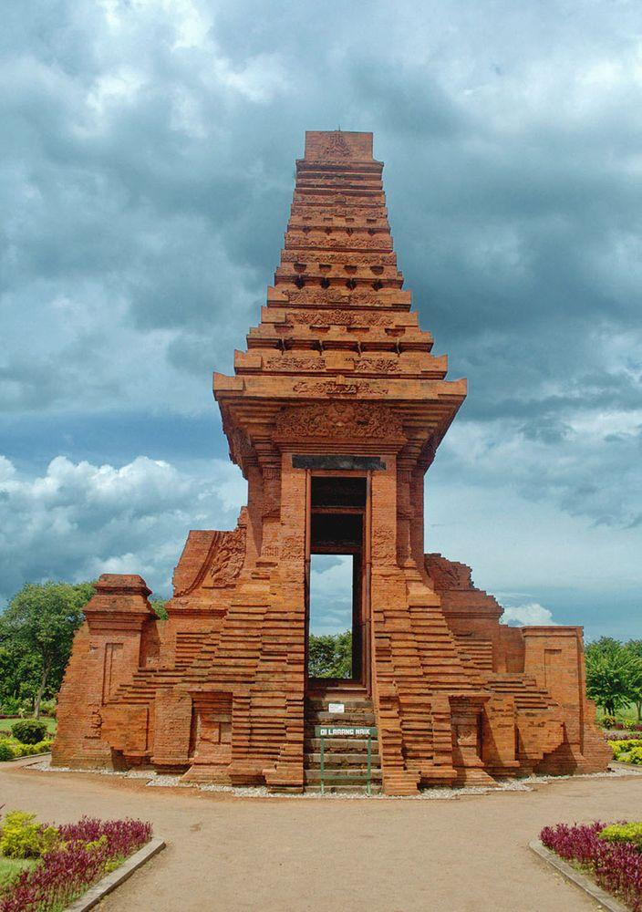 Bajang Ratu gate, Trowulan in Java