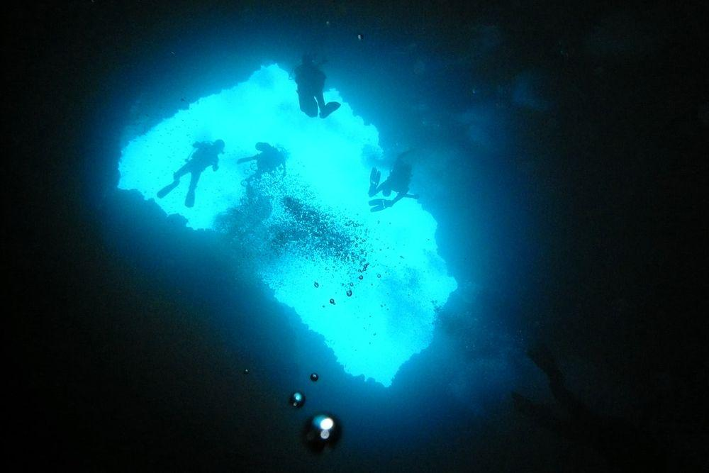 Diving in Blue Holes, Palau