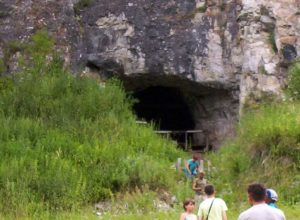Tourists heading for Denisova Cave, Altai Krai