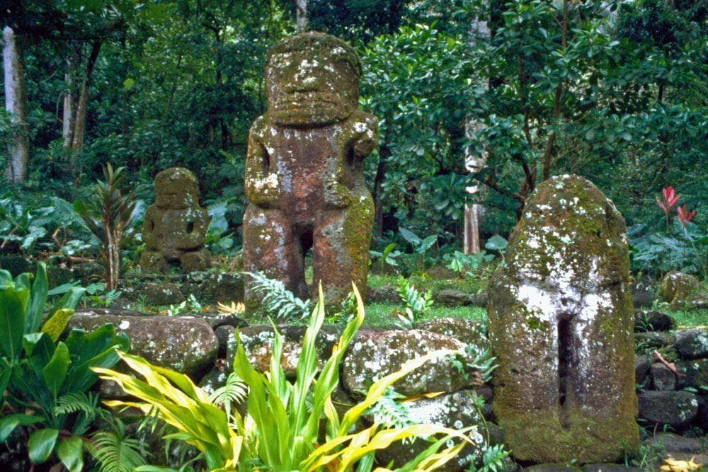 Me'ae Iipona in Marquesas, old stone sculptures