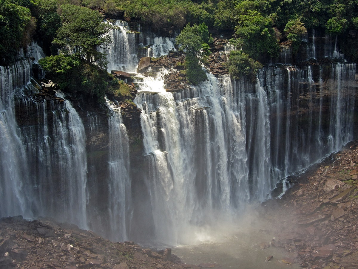 Kalendula waterfall is eroding the cliff. Could this fall really be 105 m tall?