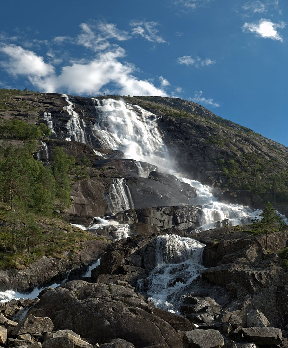 Langfossen - 612 m tall waterfall in Norway