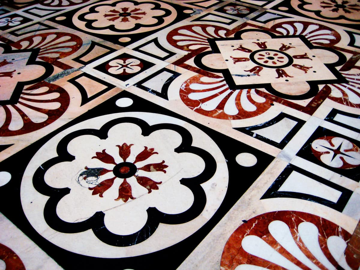 Marble floor in Milan Cathedral. White is Candoglia marble, black - Varenna and red - Arzo