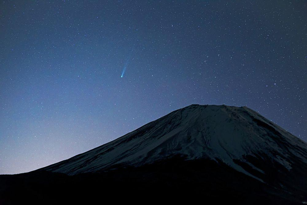 Mount Fuji and comet ISON