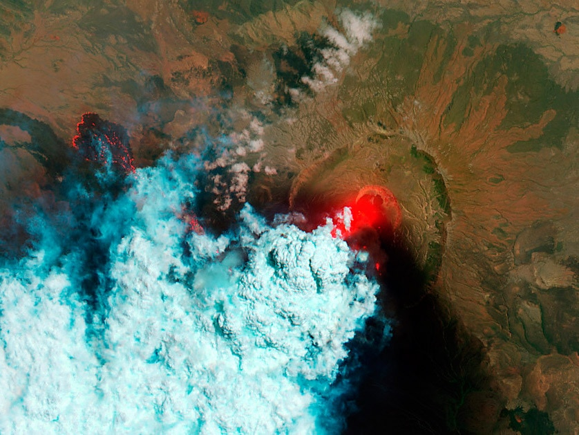 Nabro volcano (Eritrea) from satellite in 24 June 2011. False red color is used to show hot areas