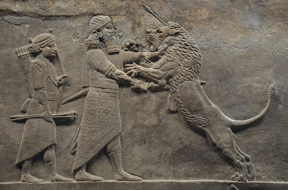 Sculpted panel from Nineveh: king Ashurbanipal hunting lions