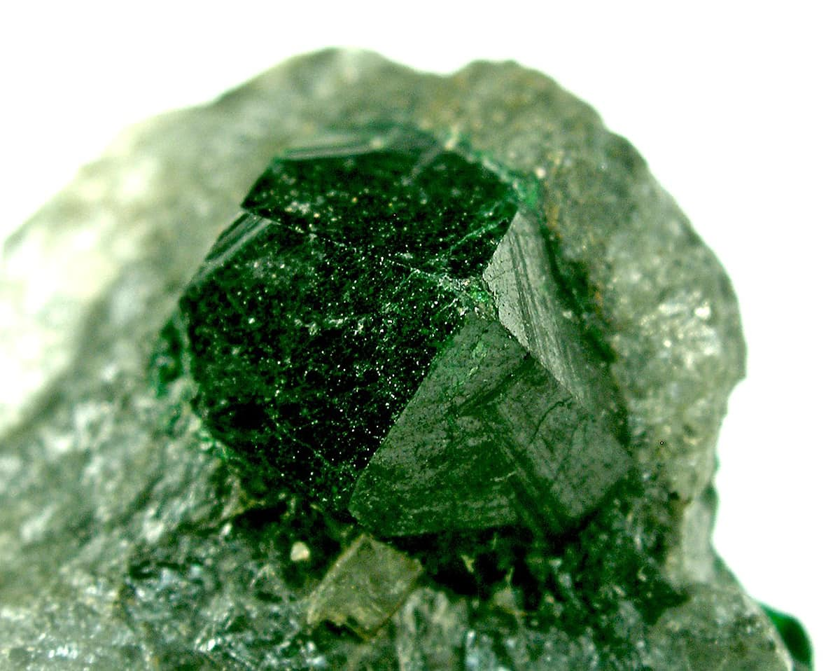 Wonderful crystal of uvarovite over 8 mm, from Outokumpu Mine, Finland