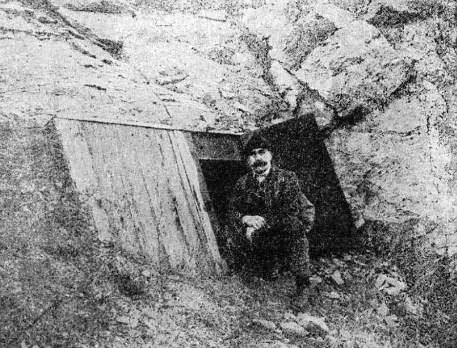 Entrance in Pál-völgy cave around 1920, Hungary