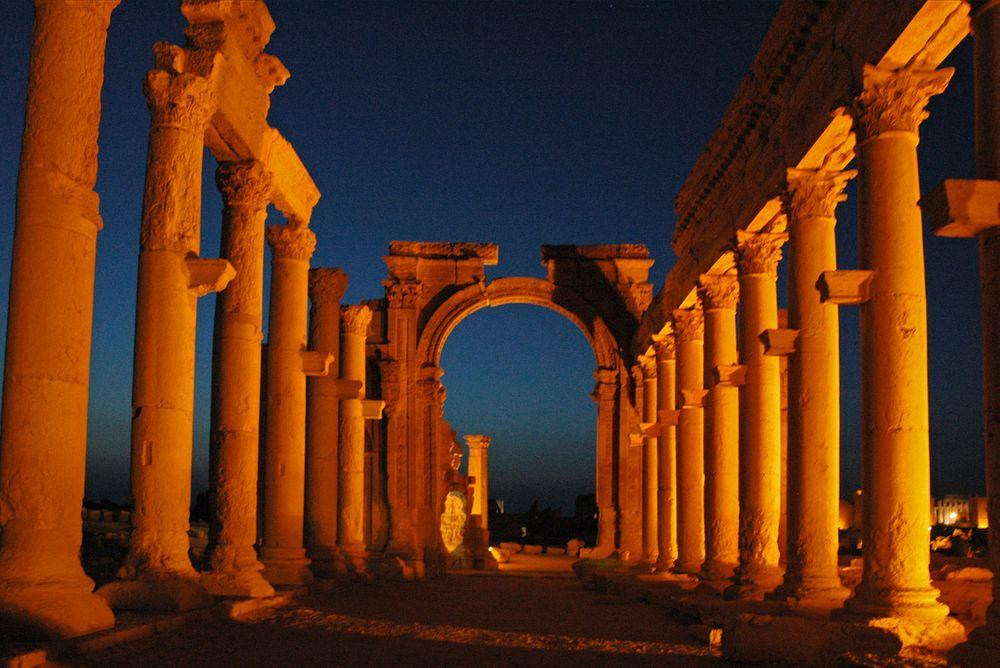 Collonade and triumphal arch, Palmyra
