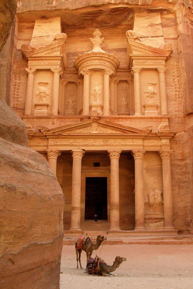 Al Khazneh - treasury in Petra, Jordan