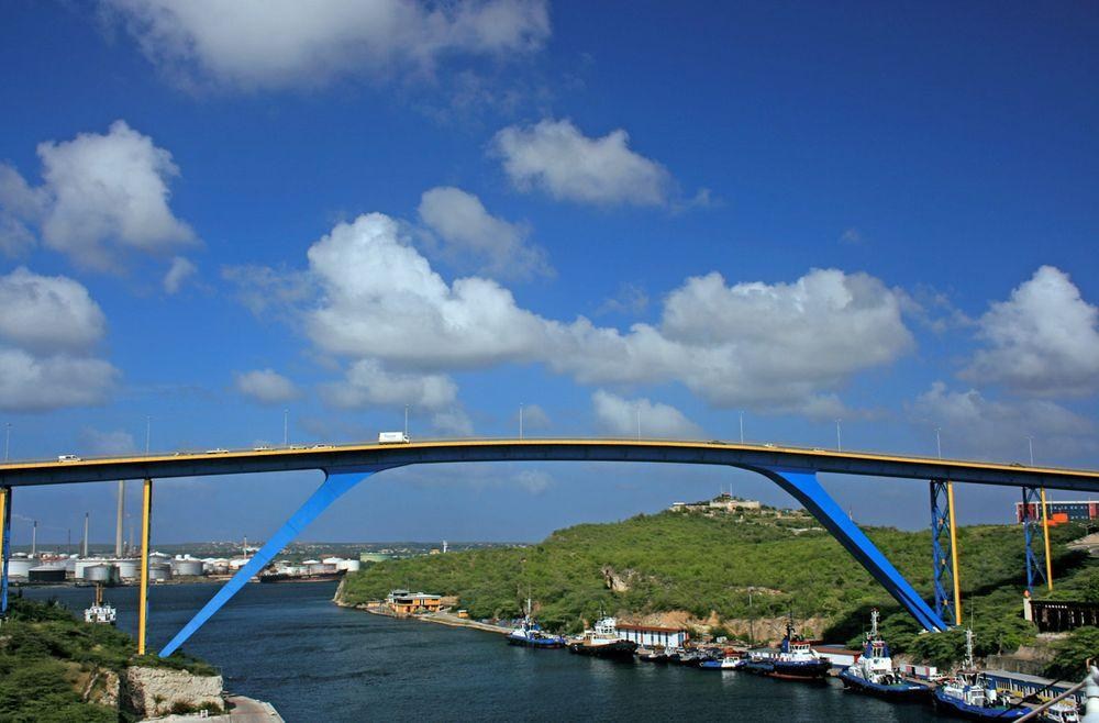 Queen Juliana Bridge, Curaçao