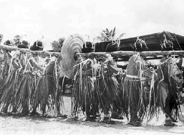 Carrying the Rai of Yap, inauguration of Federated States of Micronesia in 1978