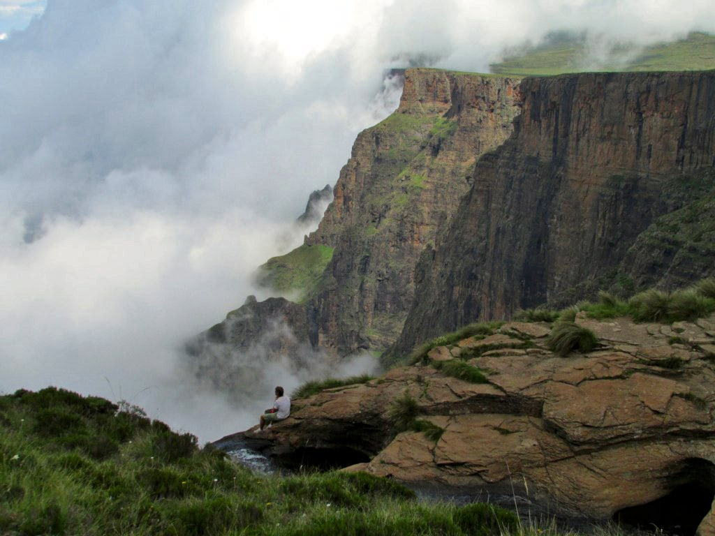 Upper rim of Tugela Falls and view to Drakensberg escarpment, South Africa
