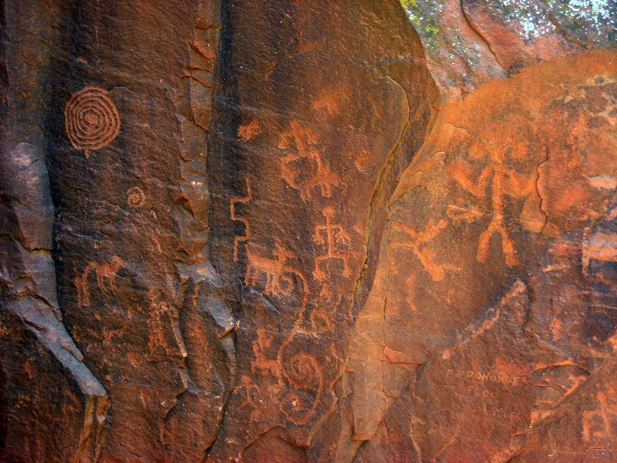 V-bar-V petroglyphs, Arizona