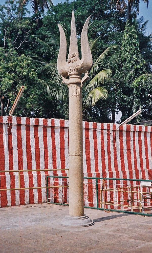 Gavi Gangadhareshwara Temple in Bangalore, trident