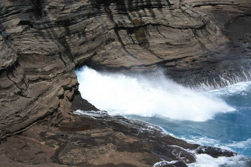 Spitting Caves, Oahu